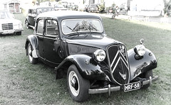 A True Classic (k009034) Tags: old travel classic lamp beautiful car festival vintage finland french lumix photography head citroen retro panasonic mob machinery vehicle beautifulearth oulainen weteraanikonepivt vision:outdoor=0949 vision:car=0915