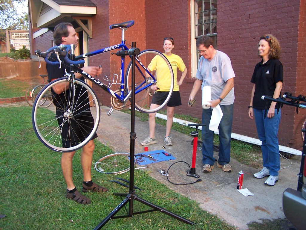 Hub Cycle Workshop 100506 001