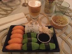 Middag 9/4 (Atomeyes) Tags: mat öl sushi fisk ris miso soppa
