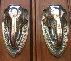 Cutler's Hall, Warwick Lane, London (j a thorpe) Tags: london cutlershall detalhesemferro doorhandle elephant