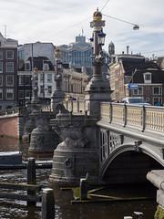 Blauwbrug (Jeroen Hillenga) Tags: amsterdam blauwbrug brug netherlands nederland stad straat street streetwise streetphotography straatfotografie city cityscape bridge