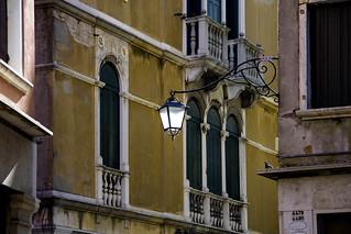 Venezia , tra luce e ombra ...