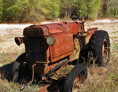 Rusty Old Oliver Industrial 80 (Gerry Dincher) Tags: oliver tractor rustytractor oliverindustrial80 farm abandoned rusty blacktires oldtractor taborchurchroad cumberlandcounty lena northcarolina ruralsouth forgotten gerrydincher