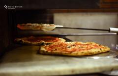 _Antica Pizzeria da Michele (marziabertelli) Tags: pizzeria da michele antica napoli naples food cibo good beautiful bello yummy appetibile gustoso pizza mazza marziabertelliph cornicione fame margherita marinara storia napoletanat cibarsi salato history pala trancio forno rovente legna 50mm nikon d750 amelie poulain