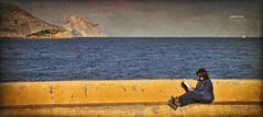(170/17) El placer de leer (Pablo Arias) Tags: pabloarias photoshop photomatix nxd españa cielo nubes lectura sosiego placer descanso mar agua mediterráneo peñón ifach altea calpe alicante comunidadvalenciana