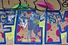 Le Mouvement_7807 quai d'Austerlitz Paris 13 (meuh1246) Tags: streetart paris lemouvement quaidausterlitz paris13 couple parapluie