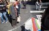 kunst angucken (josefcramer.com) Tags: europe europa italy italia italien menschen urban people flaneur urbani strade calle catania sizilien sicily strasenphotographie streetphotography bw colour leica m 240 24mm summilux elmarit asph josef cramer street mezzogiorno markt folklore prozession demo manifestatione 35mm 28mm summicron 24 35 28 50 50mm strada mafia stadtleben bürgersteig strasenleben eckensteher messsucher rangefinder