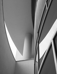 Richard Meier. MACBA #4 (Ximo Michavila) Tags: richardmeier macba ximomichavila barcelona cataluña spain museum art modern blackwhite bw grey monochromatic architecture archidose archdaily archiref graphic city building culture glass lines geometric