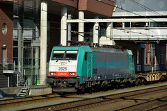 Amersfoort (Pieter dB2 (on / off)) Tags: amersfoort stationamersfoort blogistics nmbs locomotief locomotive containertrein goederentrein freighttrain containertrain traxx