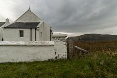 Kilmuir & Stenscholl Church of Scotland (Fotorob) Tags: verenigdkoninkrijk telfordthomas muur religieuzegebouwen kerkenkerkonderdeel architecture erfscheiding kerk voorwerpenoppleinened schotland scotland architectura architectuur kilvaxter isleofskye