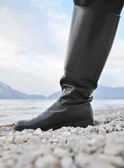 Kutscherstiefel (CA_Rotwang) Tags: boots stiefel hiegl odelzhausen handwerk walchensee tracht leder bayern germany deutschland steine stones see lake