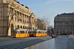 Incrocio sulla Linea 2 (Marco Montrasio) Tags: bkv 1329 1331 ganz kcsv7 budapest parliament square tram line 2 crossing sunset
