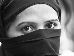 Lucknow - Veiled woman (sharko333) Tags: street portrait people woman india veil hijab olympus indien lucknow e5 uttarpradesh