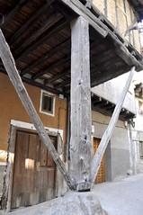 Casa apoyada (vcastelo) Tags: espaa casa spain madera vera cceres gredos pea piedra extremadura garganta vigas olla apoyo