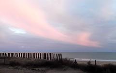 encore une .... (Marilys77) Tags: mer nuages soir plage vende
