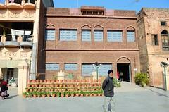 Amritsar (Gedsman) Tags: india temple golden border ceremony sikh punjab bagh amritsar goldentemple wagah