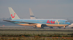 Arkefly 767-300ER PH-AHQ (birrlad) Tags: morning ireland sunlight mist ice sunrise airplane airport frost clare aircraft aviation airplanes apron shannon airline maintenance boeing airways airlines airliner 767 aerospace taxiway snn 767300er arkefly phahq 767383er