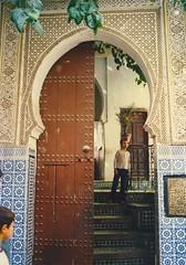 watching (mona_dee) Tags: people streetphotography marocco marokko vision:outdoor=0735