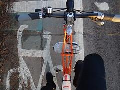 Shoe carrier (stevenbrandist) Tags: moultonbicyclecompany moulton bicycle commute commuting tsr27 spaceframe orange road paint
