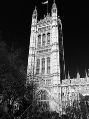 Victoria Tower, San Steffan / Westminster, 1860 (Rhisiart Hincks) Tags: lloegr powsows england ewrop europe ròinneuropa eu ue sasana brosaoz ingalaterra angleterre inghilterra anglaterra 英国 angletèrra sasainn انجلتــرا anglie ngilandi pugin barry london loundres 伦敦 londrez londres londër lunnainn llundain londyn לונדון londra lontoo londain ਲਨਡਨ sansteffan westminster pensaernïaeth arkitektura architecture adeiladouriezh tisavouriezh ailtireachd pennserneth gothicrevival nevezc'hotek adfywiadgothig victorian fictoraidd duagwyn gwennhadu dubhagusgeal dubhagusbán zuribeltz czarnobiałe blancinegre blancetnoir blancoynegro blackandwhite 黒と白 zwartenwit mustajavalkoinen crnoibelo černáabílá schwarzundweis اسودوابيض، bw feketefehér