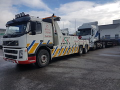 Volvo FM12 Recovering Empty Artic Flatbed (JAMES2039) Tags: volvo fm12 tow towtruck truck lorry wrecker heavy underlift heavyunderlift 6wheeler frontsuspend ca02tow flatbed cardiff rescue breakdown ask askrecovery recovery artic tractorunit trailer renault premium