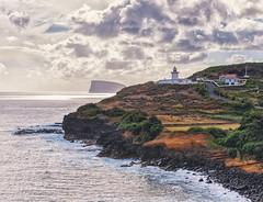 Azoren - Terceira (WolfgangDengler) Tags: leuchtturm lighthouse nikon d300 azoren nikkor 2470 meer atlantik brandung küste küstenlinie portugal himmel sonnenuntergang sunset farol cappontadascontendas ngc seascape wellen seegang