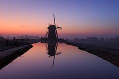 20161220-Canon EOS 6D-1671 (Bartek Rozanski) Tags: leidschendam zuidholland netherlands windmill grondzeiler traditional dutch water stompwijk reflection dawn channel greenheart groenehart holland nederland