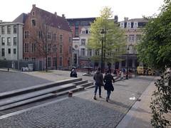 Rue de l'Epée (Erasmusenflandes) Tags: erasmusbruselas palacio de justicia poelaert chapelle rue haute lepée colline capucins marolles contrastes bruselas bruxelles