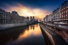Notre Dame (Objectif dizi (O.DPhotographies)) Tags: paysages photography paris pont blue bluehour landscapes longexposure light fineartphotography nisifilter capitale colors cityscape nikon heurebleue