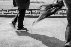 스쳐 지나치다 / pass by (Daegeon Shin) Tags: nikon d4 nikkor 55mm 55mmf28 bw passer passerby transeúnte jinju corea people indifferent indiferente 니콘 니콘렌즈 행인 지나침 무관심 진주 경남 흑백 shadow sombra 그림자