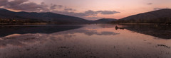 Atardecer. (Amparo Hervella) Tags: embalsedelapinilla comunidaddemadrid españa spain paisaje atardecer puestadesol nube reflejo montaña naturaleza largaexposición d7000 nikon nikond7000 comunidadespañola agua panorámica