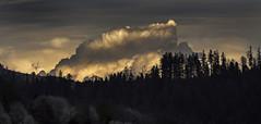 L'orage menace (mrieffly) Tags: nuages coucherdesoleil menace orage lumière canoneos50d 100400issériel