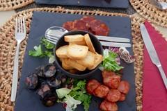 Sausage Platter (Anna Hari) Tags: 2017 portugal fujifilm xm1 food croutons chorizo sausage salad