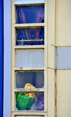 (Jean-Luc Léopoldi) Tags: façade immeuble vitre transparence désordre couleurs vétuste décrépi
