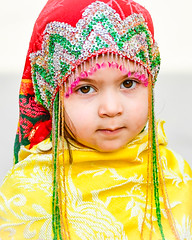 Little Moroccan Girl (ronniegoyette) Tags: chefchaoun march2017 moroccovacation colorful nativedress girls serious