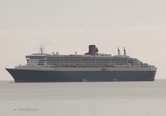 A Queen all at sea. ('Longreach' by Jonathan McDonnell) Tags: ireland dublin ship anchorage cruiseship anchor queenmary2 cunard dublinport cruiseliner dublinbay dsc0192 quadrant4 imo9241061 zcef6