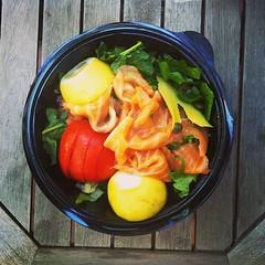 45η μέρα, μεσημεριανό: σαλάτα με μαρούλι, καπνιστό σολωμό, ντομάτα, αβοκάντο, κάπαρη, ελαιόλαδο και λεμόνι. #natachef #diet #dietry #instadiet #instafood #food #healthy #lunch