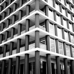 Columnas Multiple (Explored) (Shen_Stone) Tags: bw white black london monochrome architecture sony a7 shenstone