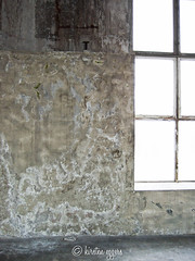 DSCF2869©KirstenEggers (Kiki m. E.) Tags: alt fenster wand beton lagerhalle abgeplatzt