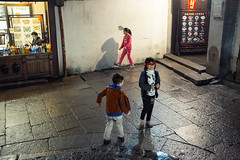 Playing kids (sirouni) Tags: street old playing kids night town zhouzhuang  playingkids x100s