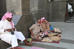 jualan siwak . minat beli (laviosa) Tags: family candid haram mecca umroh 2014 mekkah jabalrahmah masjidil masjidilharam jabaltsur arminareka pullmangrandzamzam