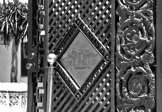 blackandwhite bw house fashion metal design gate iron miami g entrance villa murder barton mansion southbeach wrought oceandrive canonef24105mmf4lisusm gianniversace chrisbeckett
