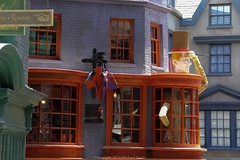 Diagon Alley at Universal Orlando (insidethemagic) Tags: harrypotter universalorlando hogsmeade diagonalley insidethemagic nocturnalley knockturnalley wizardingworldofharrypotter universalorlandoresort