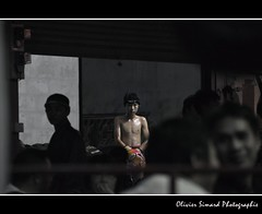 Muay Tha (Olivier Simard Photographie) Tags: cutout thailand concentration asia solitude martialart champion thalande ring chiangmai lonely asie boxing kickboxing boxe candidshot sportif thaboxing muaytha couleursslectives fullcontactfighter boxethae