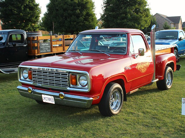 lilredtruck ©richardspiegelmancarphoto 1978dodged150adventurerutilinepickup uxbridgecruise2014