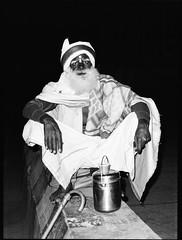(Sébastien Pineau) Tags: inde india ujjain madhyapradesh mp man hombre homme mur wall pared night noche nuit flash sadu sadhu retrato portrait portraiture scan barba beard barbe sebastienpineau bw nb blackandwhite noiretblanc blancoynegro film scanned scaner asia asie sébastienpineau analog analogic analogue pellicule roll argentique pineau
