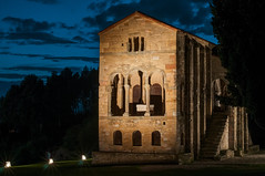 Sta. María del Naranco. Oviedo (ccc.39) Tags: asturias oviedo naranco santamaríadelnaranco prerrománico asturiano arte arquitectura monumento palacio capilla piedra six ramirense noche nocturna iluminación