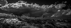 Sombre Présage sur les Cimes (N/B) (Frédéric Fossard) Tags: monochrome noiretblanc paysage panorama nature montagne ciel nuage horizon lumière ombre atmosphère dramatique cime neige vanoise savoie alpes les3vallées lesmenuires orage altitude ski stationdeski massifenneigé pointedelamasse neigedeprintemps grandangle contraste