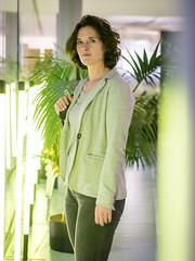 Petra, Amsterdam 2017: Green dream (mdiepraam (25m)) Tags: petra amsterdam 2017 oba openbarebibliotheek library portrait pretty beautiful dutch fortysomething brunette jacket elegant milf