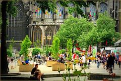 Vinâve d'Ile durant la restauration de la fontaine de la Vierge à l'Enfant, Liège, Belgium (claude lina) Tags: claudelina belgium belgique provincedeliège canon liège vinâvedile cathédrale cathédraledeliège